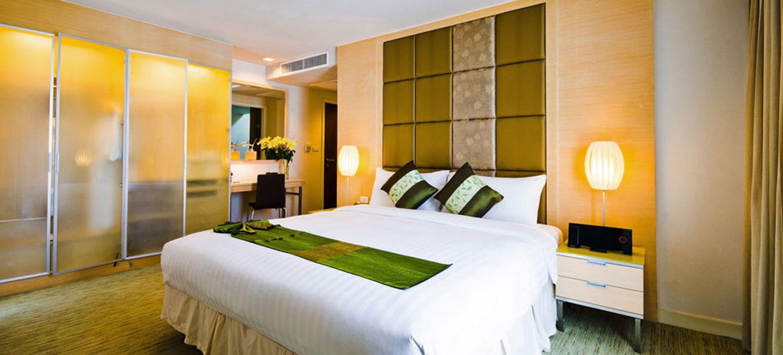 urbana-langsuan-3br-master-bedroom1